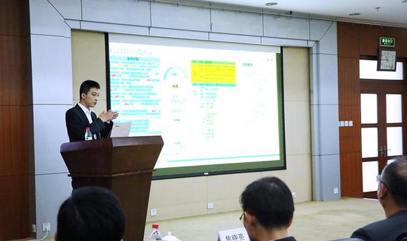 大数据专家王伟哲作主题报告 封晓东摄影